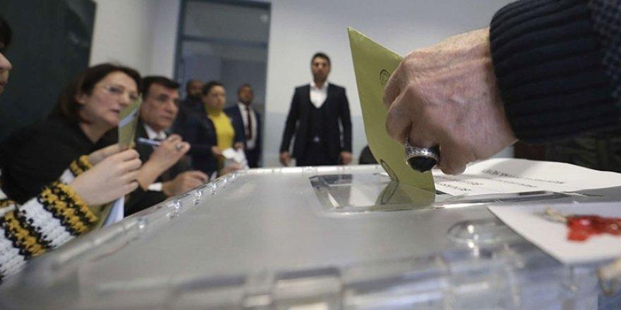 Seçim için Avrupa'dan gelen heyete gözaltı