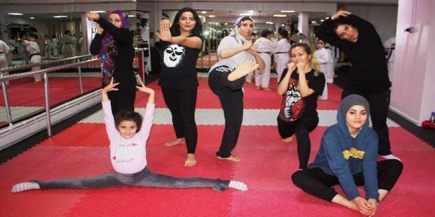 Kadınlar şiddetten korunmak için kick boks öğreniyor