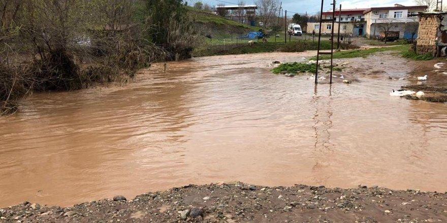 Sur'da sel hasara neden oldu