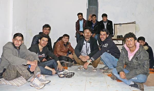 Göçmenler mahsur kaldı, dolandırılanlar cirit atıyor