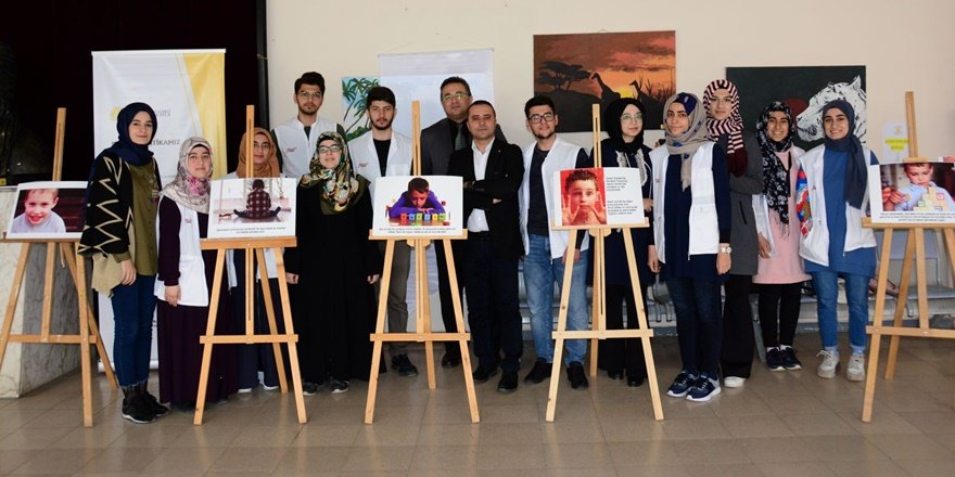 DÜ'de otizmli çocuklar konulu fotoğraf sergisi açıldı
