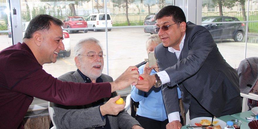 Kilise yasaklı Ermeniler kafede Paskalya kutladı