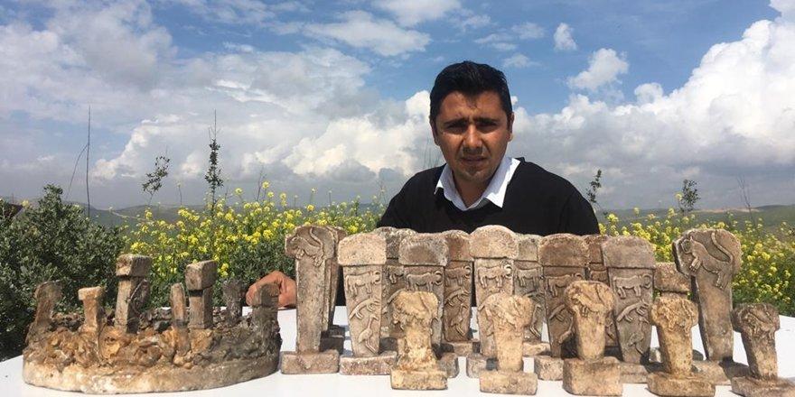 Göbeklitepe'den ilham aldığı minyatür taşları dünyaya pazarlıyor