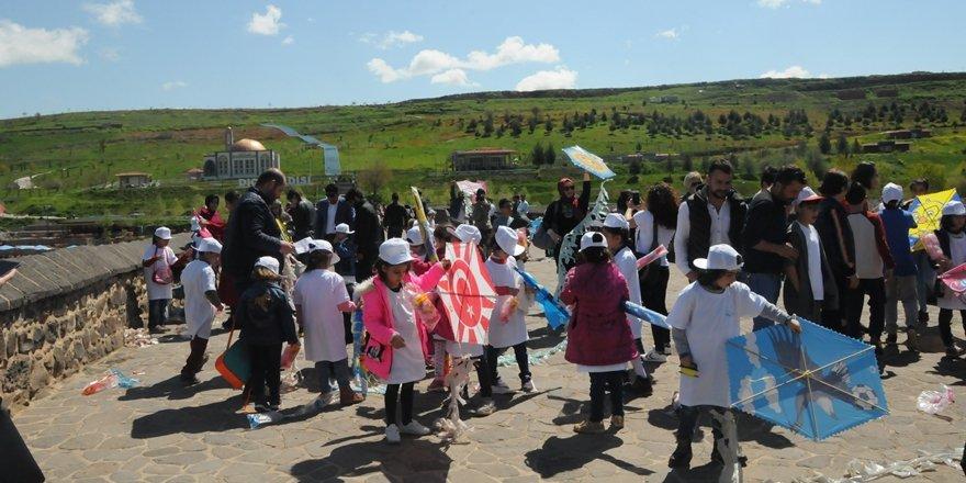 Çocuklar uçurtma şenliğiyle bayram sevinci yaşadı