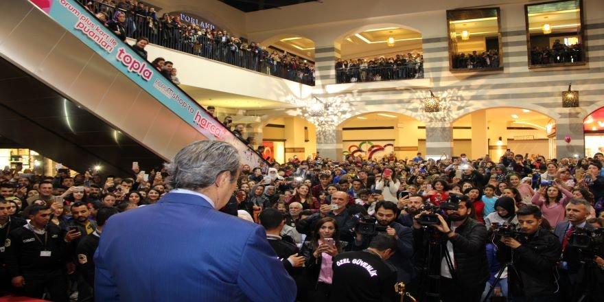 Kadir İnanır Diyarbakırlılara seslendi: Geleceğinizi şansa bağlamayın