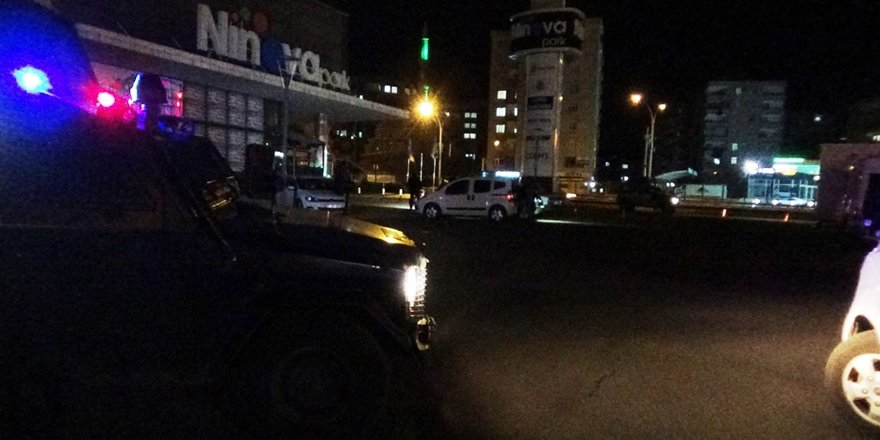 VİDEO - Diyarbakır'da düğün çıkışı büyük kavga