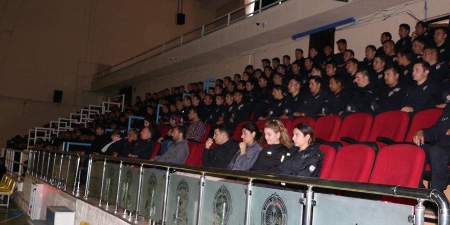 """Polis adaylarına """"Kadına yönelik şiddetle mücadele"""" semineri"""