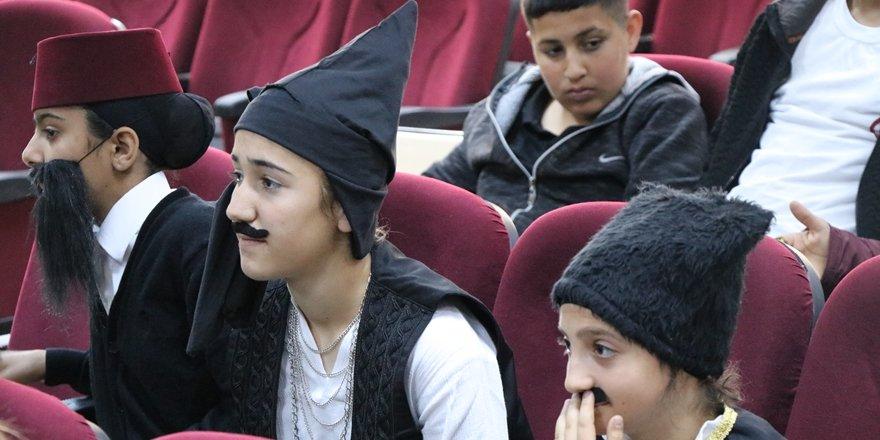 Batmanlı öğrencilerin tiyatro oyunu yarışı