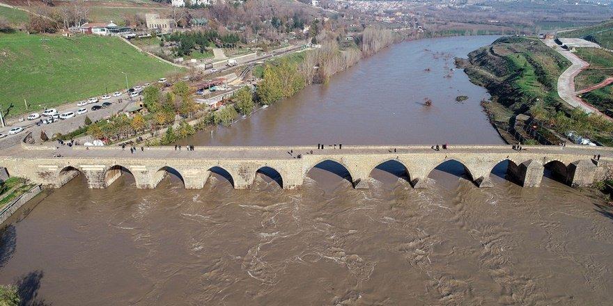 Diyarbakır köprüleriyle de turizmin gözdesi