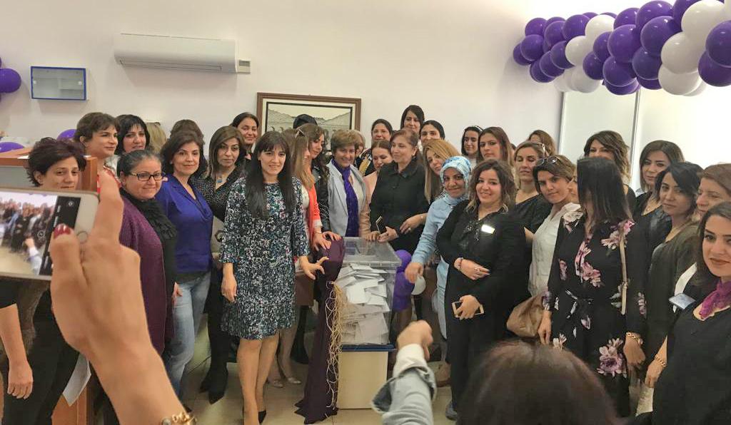 VİDEO - Kadınlar meclisini seçti