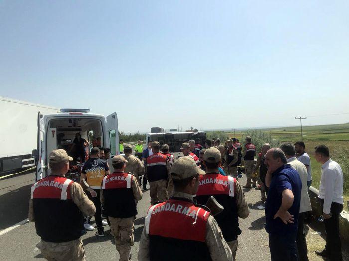 1 Mayıs kutlamalarına giden otobüs devrildi: 5 ölü, 14 yaralı