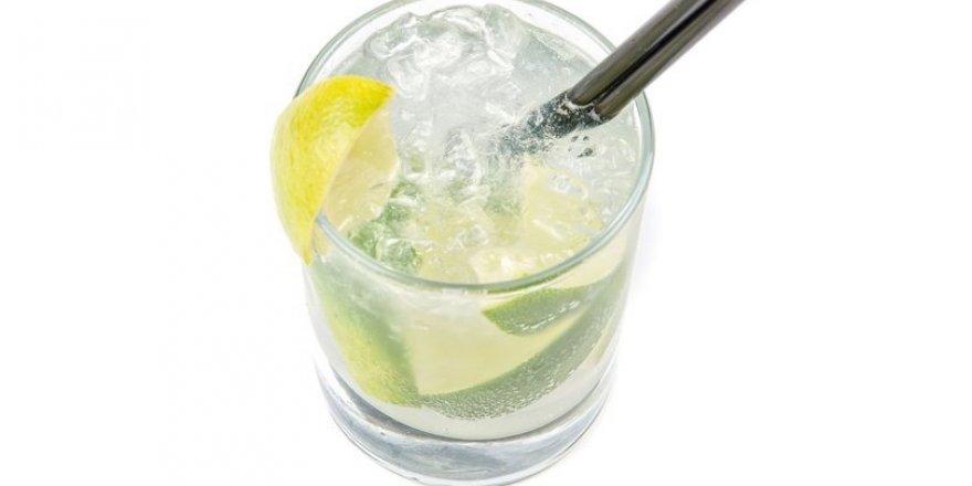 Her gün 1 bardak limonlu su içmenin faydaları