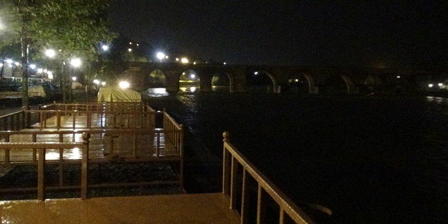 VİDEO - Diyarbakır'da intihar iddiası