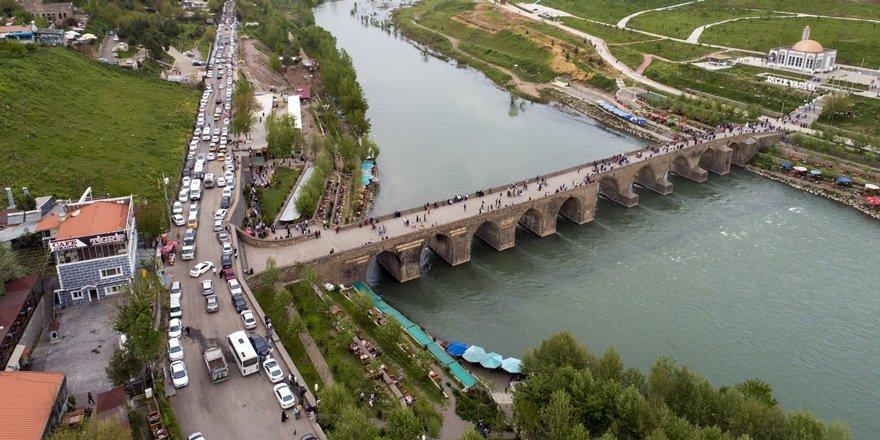 Ongözlü Köprü'ye  ziyaretçi akını