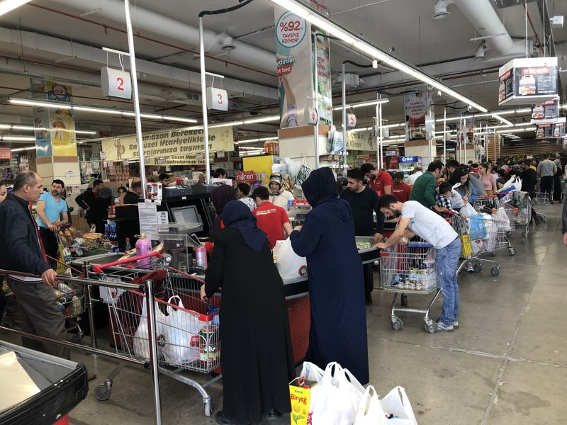 AVM ve toptancılar, Ramazan yoğunluğu ile doldu