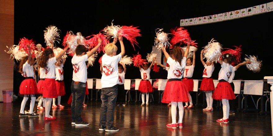 Köy öğrencileri tiyatro ile tanıştı