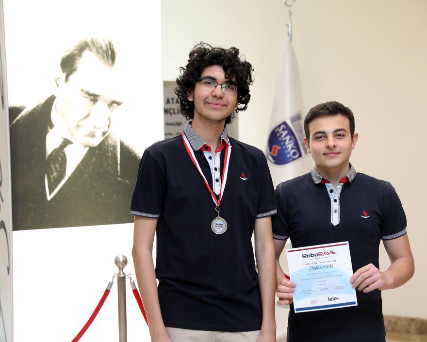 Uluslararası robot yarışmasında ikincilik ödülü