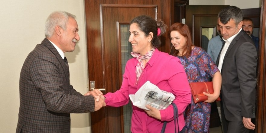 Barış Akademisyenleri'nden Mızraklı'ya ziyaret