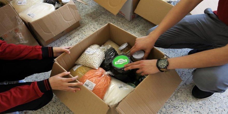 Diyarbakır'da yardım kolisi dağıtıldı