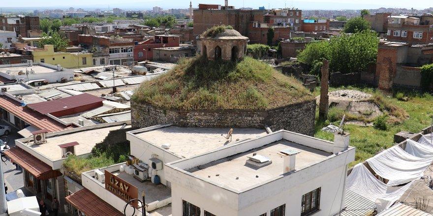 Diyarbakır'da Deve hamamı bakımsızlıktan dökülüyor