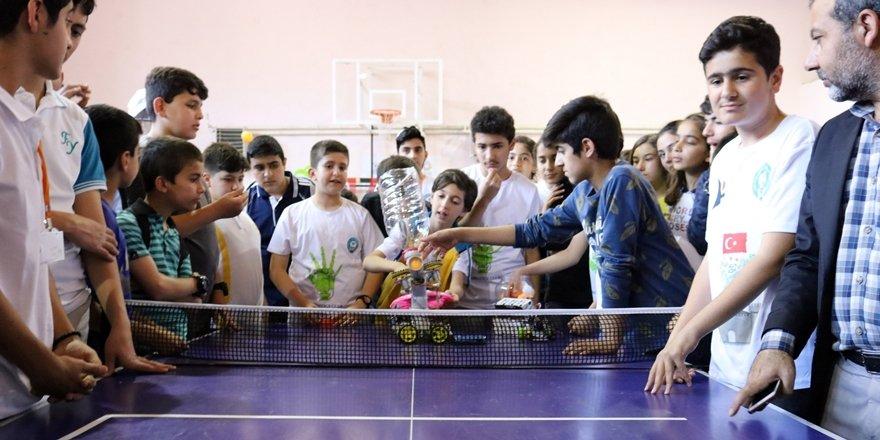 Diyarbakır'da TÜBİTAK bilim fuarı açıldı