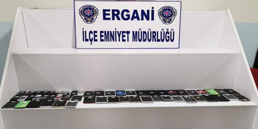Diyarbakır'da kaçak cep telefonu operasyonu