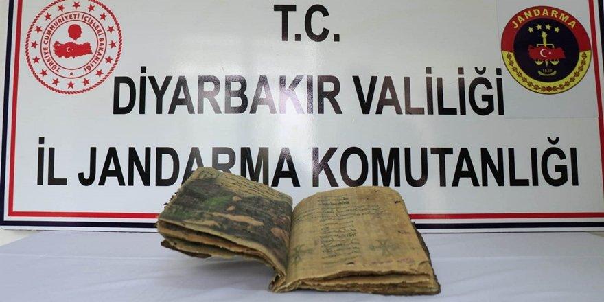 Diyarbakır'da dini kitap ele geçirildi