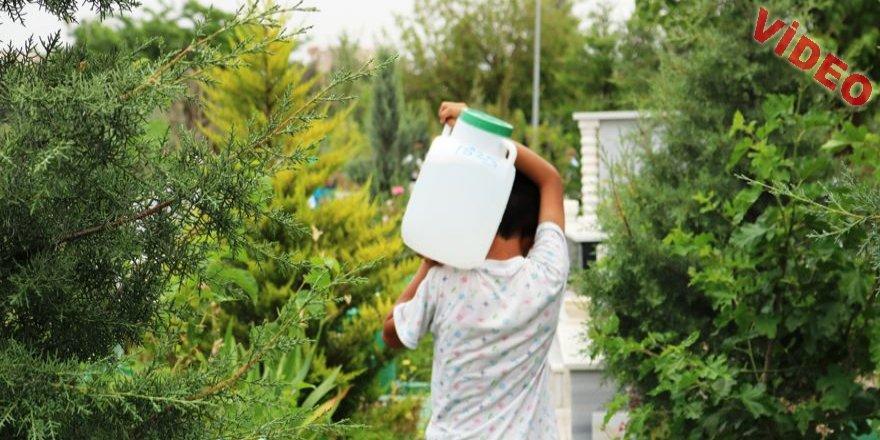 Diyarbakır mezarlığını mesken edinen 'korkusuz' çocuklar