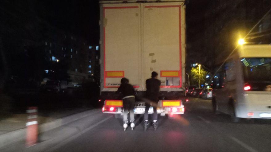 Diyarbakır'da patenli gençlerin tehlikeli yolculuğu