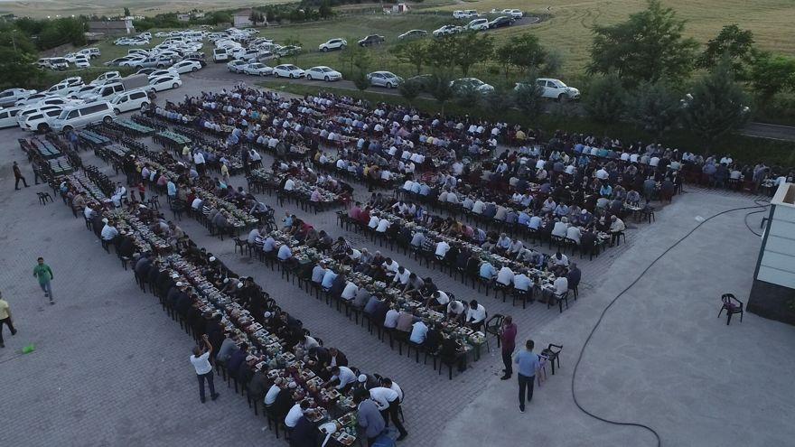300 torunlu ağa, 2 bin kişiye iftar yemeği verdi