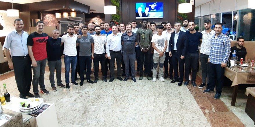 İş adamı Karakoç'tan Diyarbakırspor'a yemek ve şampiyonluk primi