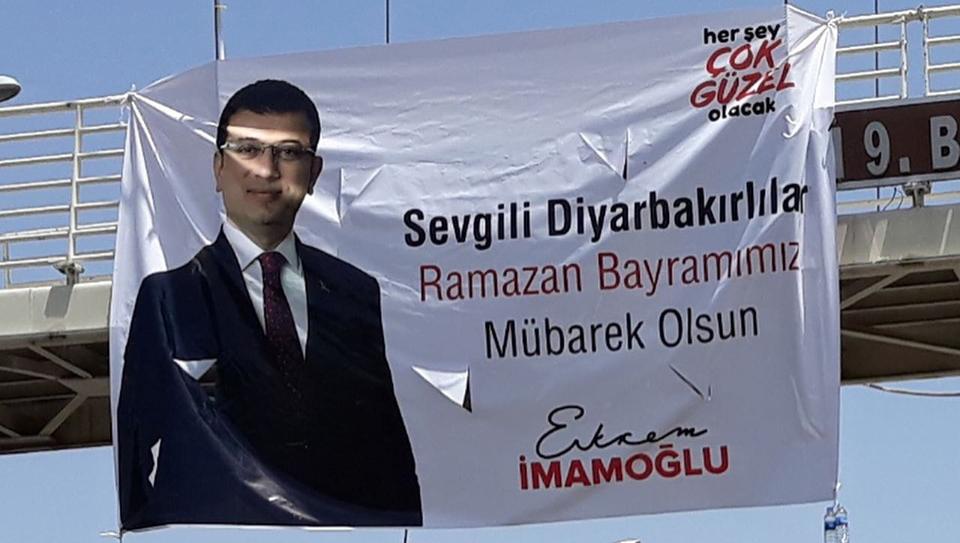 İmamoğlu'ndan Diyarbakırlılara pankartlı bayram mesajı