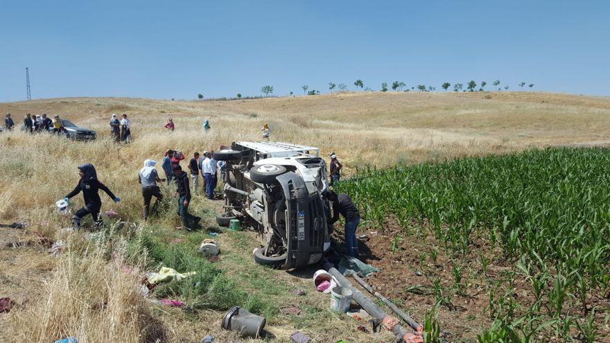 Tarım işçilerini taşıyan pikap devrildi: 1 ölü, 34 yaralı