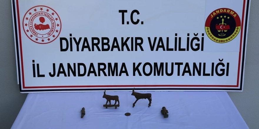 Diyarbakır'da, Roma dönemine ait heykel ele geçirildi
