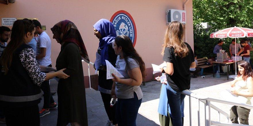 Diyarbakırlı öğrenci kimliğini unuttu, sınava giremedi