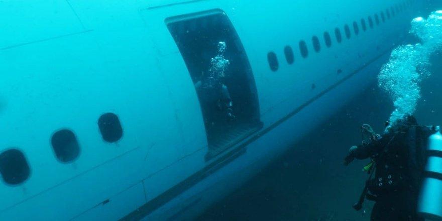 Denize batırılan yolcu uçağına dalış yapıldı