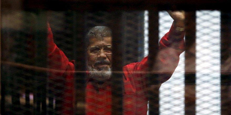 Muhammed Mursi toprağa verildi