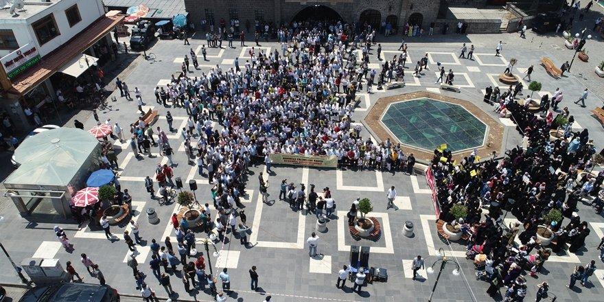 Diyarbakır'da Mursi için gıyabında cenaze namazı