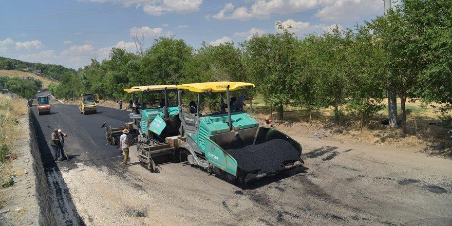 Diyarbakır'da asfaltlama çalışmaları sürüyor