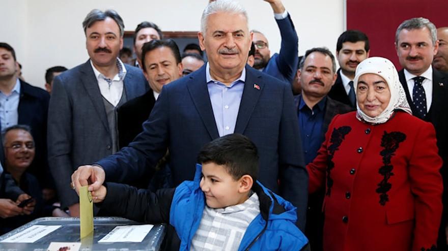 """Yıldırım: """"Seçimleri AK Parti İstanbul İl Başkanlığında takip edeceğiz."""""""