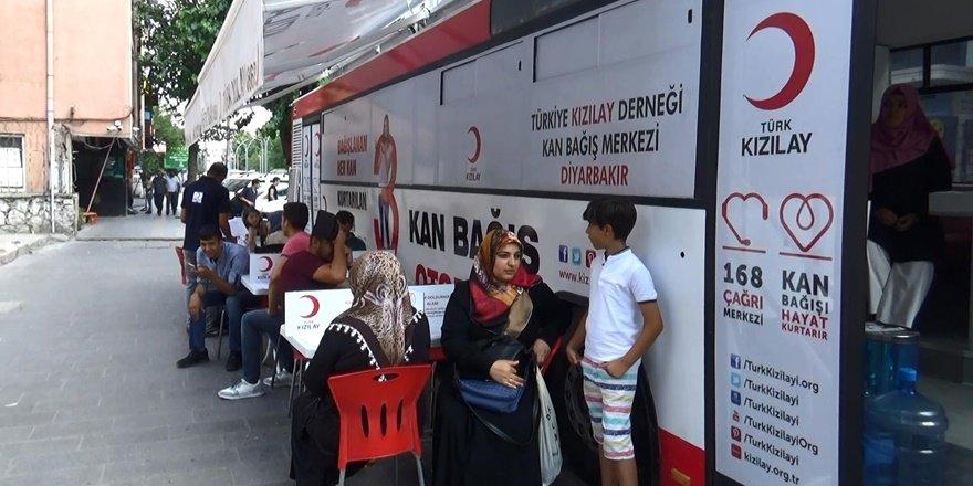 Diyarbakırlılar kan vermek için kuyruğa girdi