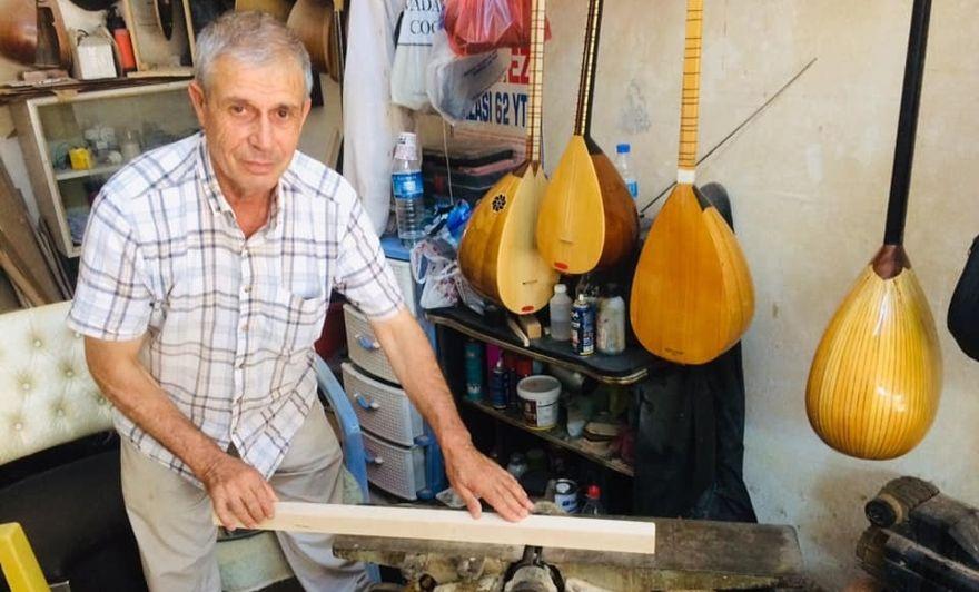 Ergani'li Gün 24 yıldır bağlama yapıyor