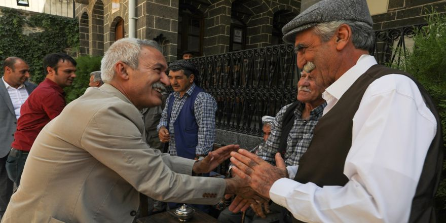 Başkan Mızraklı'dan dengbejlere ziyaret