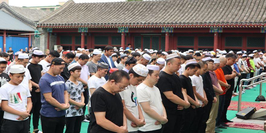 Pekin'de müslümanlar camileri doldurdu