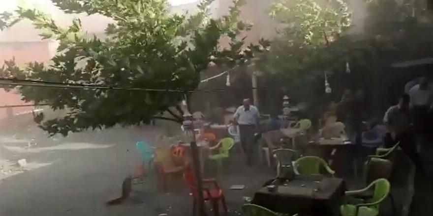 Çukurca'da fırtına çatıları uçurdu