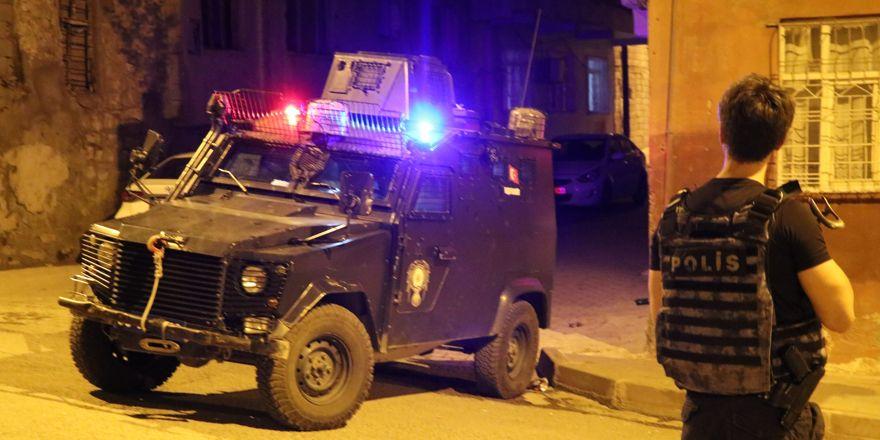 İhbar üzerine olay yerine giden polis ekibine silahlı saldırı
