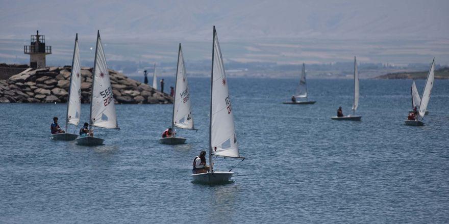 Ahlat'ta yelken yarışları yapıldı