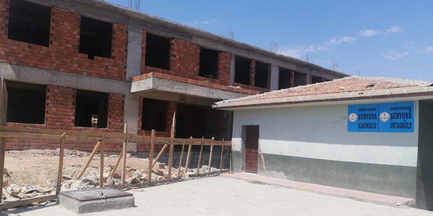 Mardin'de okul inşaatı durdu, vatandaşlardan tepki gösterdi