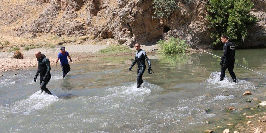 Siirt'te çaya giren 11 yaşındaki çocuk boğuldu