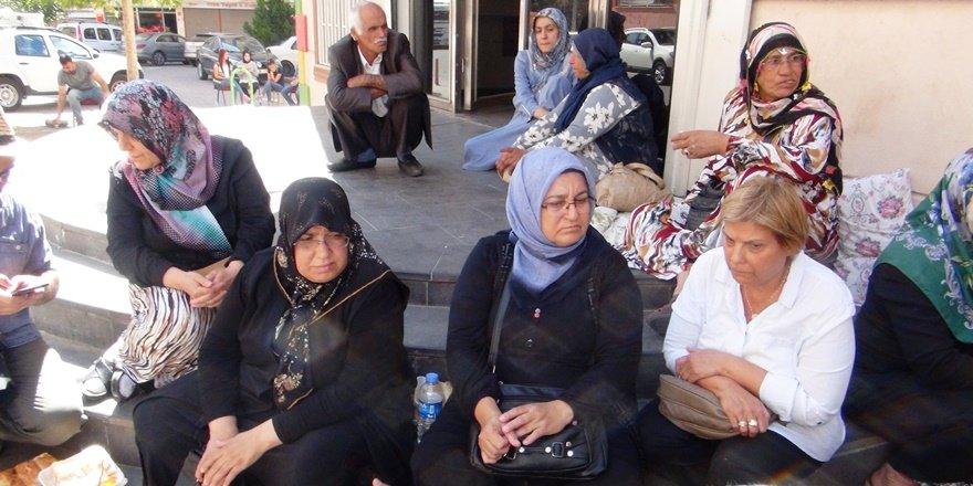 HDP önünde oturma eylemi yapan ailelerin sayısı artıyor